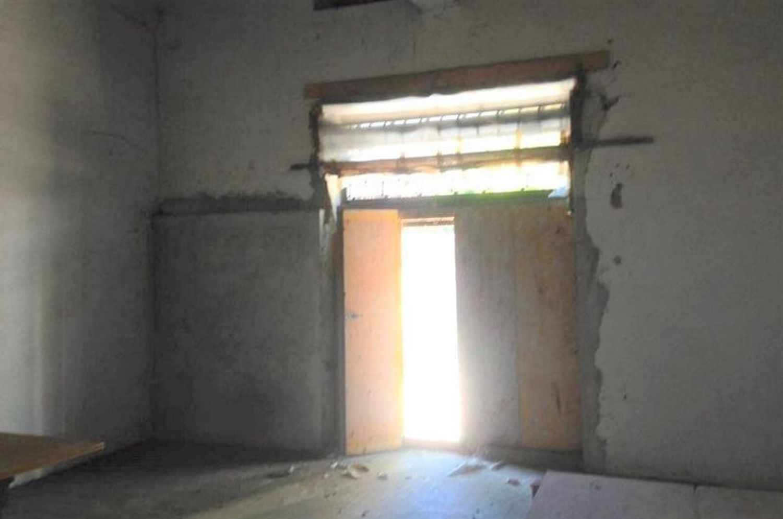 #2031 Negozio grezzo (subalterno 63) al piano terra in vendita - foto 3