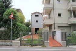 Casa singola grezza e due garage annessi - Lotto 2107 (Asta 2107)