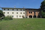Immagine n0 - Villa con giardino alberato e magazzino - Asta 2165