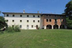 Villa con giardino alberato e magazzino - Lotto 2165 (Asta 2165)