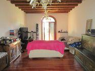 Immagine n3 - Villa con giardino alberato e magazzino - Asta 2165