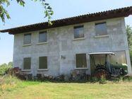 Immagine n11 - Villa con giardino alberato e magazzino - Asta 2165