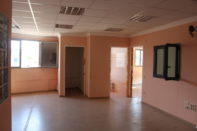 #2239 Porzione di capannone con uffici e corte