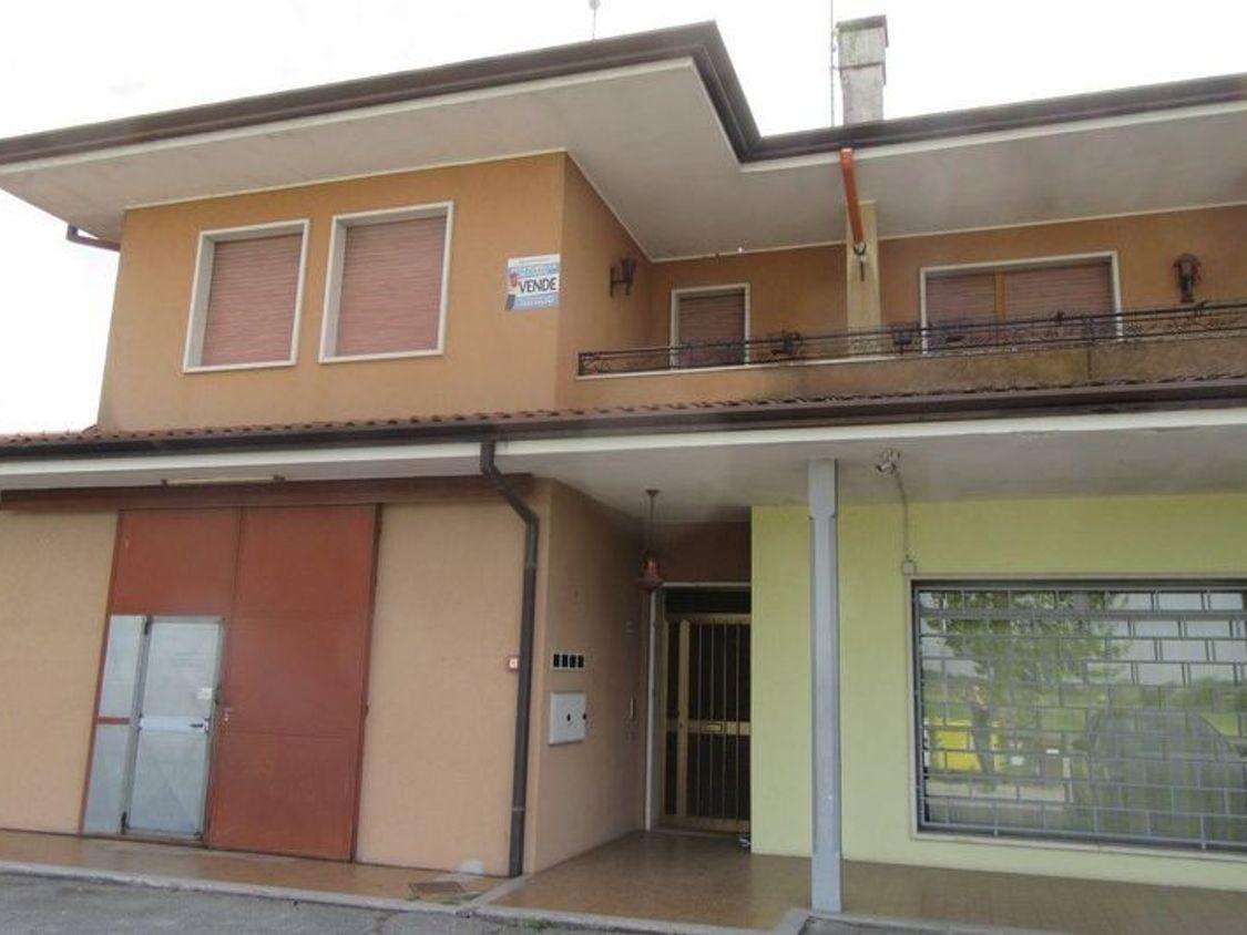 8b74678d0b20 Asta 2322: Appartamento con negozio e garage - Real Estate Discount