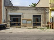 Immagine n0 - Business premises with exclusive court - Asta 2456