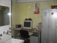 Immagine n2 - Quota 1/2 di capannone con uffici e corte - Asta 2481