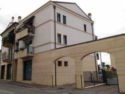 Ufficio con magazzini e posti auto - Lotto 2618 (Asta 2618)