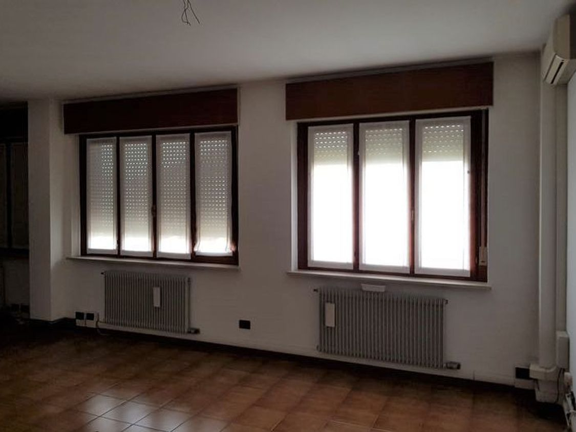 Asta 2657 ufficio al piano primo sub 4 real estate discount for Ufficio discount