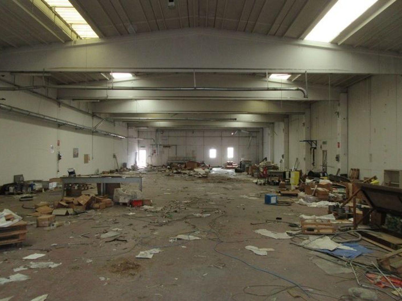 Immagine n. 2 - #2658 Capannone industriale con blocco uffici