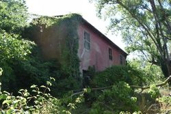 Deteriorated buildings and attached terrain - Lot 2659 (Auction 2659)