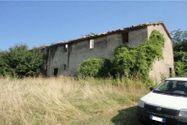Immagine n0 - 100% di quote di terreni agricoli ed edificabili con due casali - Asta 2661