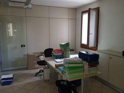 Ufficio al piano primo con box auto - Lotto 2681 (Asta 2681)