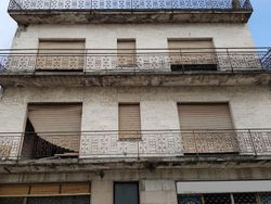 Edificio da ristrutturare con negozi e appartamenti - Lotto 2770 (Asta 2770)