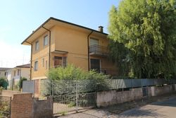Apartment house  former barracks  with exclusive court - Lote 2861 (Subasta 2861)