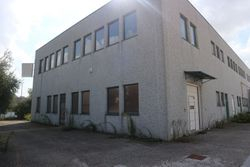 Industrial warehouse with exclusive court - Lot 2901 (Auction 2901)