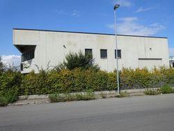 Capannone industriale con locale commerciale - Lotto 2902 (Asta 2902)