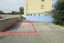 OPE in LCA - Posto auto (sub 85) in cortile residenziale
