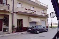 Store on the ground floor with attached apartment - Lote 3176 (Subasta 3176)