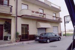Negozio al piano terra con annesso appartamento - Lotto 3176 (Asta 3176)
