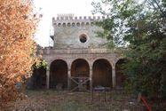 Immagine n3 - Castello su Isola Maggiore del Lago Trasimeno - Asta 3324
