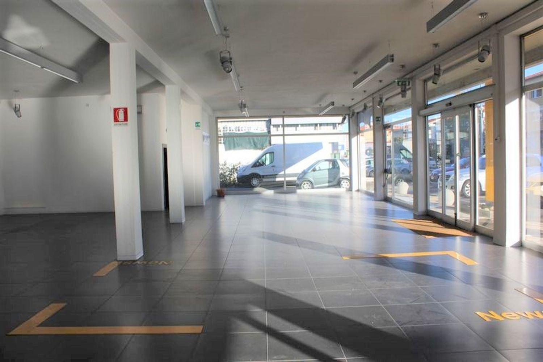 #3356 Fabbricato commerciale con uffici ed area esposizione in vendita - foto 7