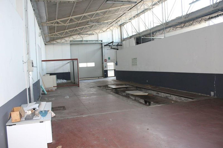#3356 Fabbricato commerciale con uffici ed area esposizione in vendita - foto 10