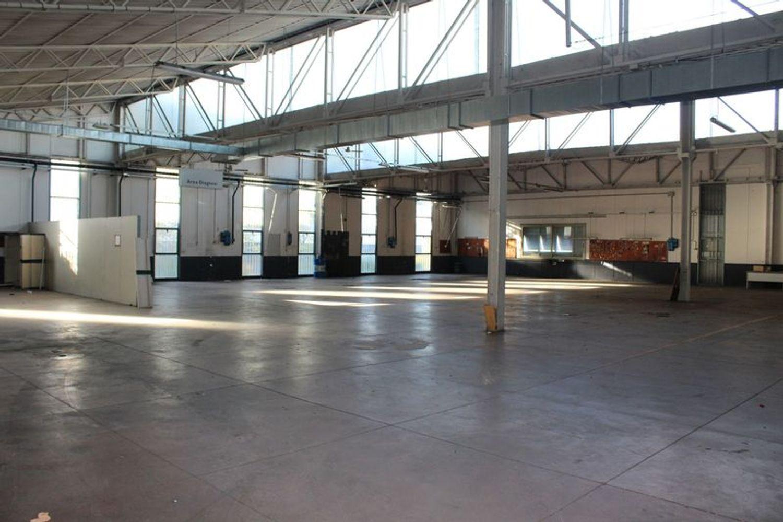 #3356 Fabbricato commerciale con uffici ed area esposizione in vendita - foto 11