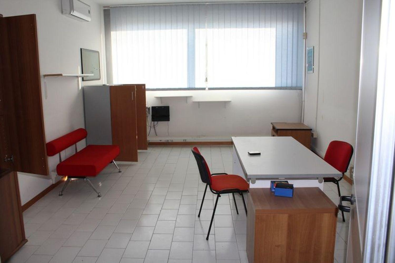 #3356 Fabbricato commerciale con uffici ed area esposizione in vendita - foto 15