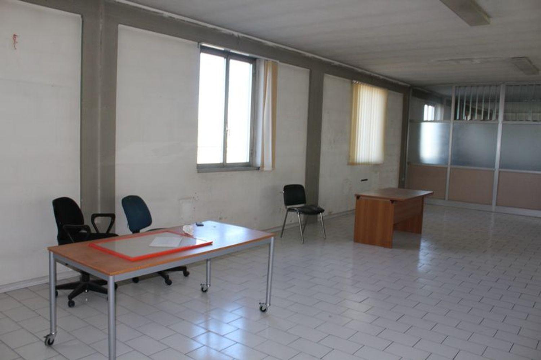 #3356 Fabbricato commerciale con uffici ed area esposizione in vendita - foto 18