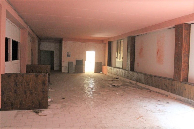 #3356 Fabbricato commerciale con uffici ed area esposizione in vendita - foto 19