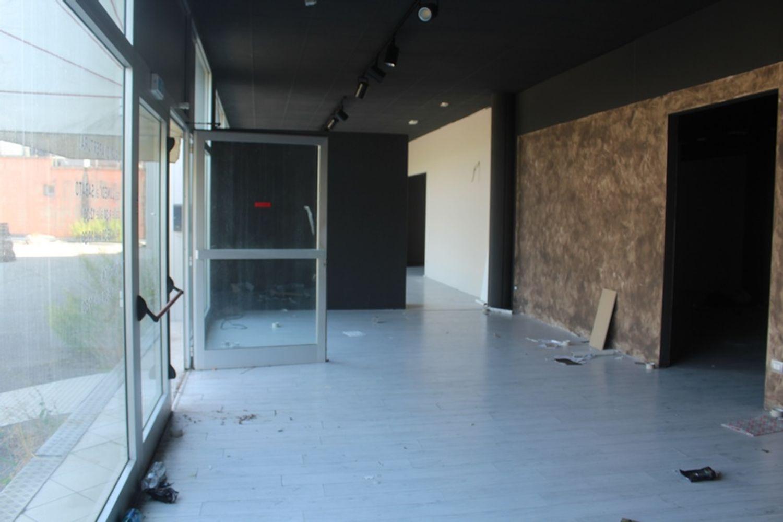#3356 Fabbricato commerciale con uffici ed area esposizione in vendita - foto 20