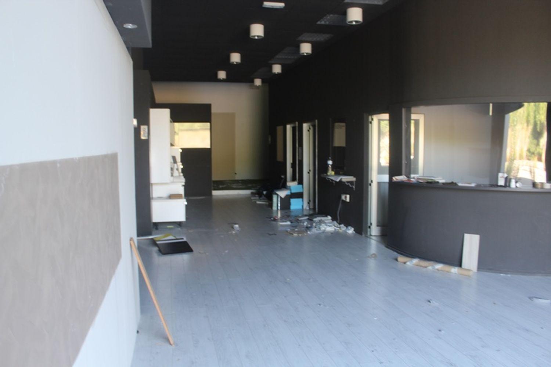 #3356 Fabbricato commerciale con uffici ed area esposizione in vendita - foto 21