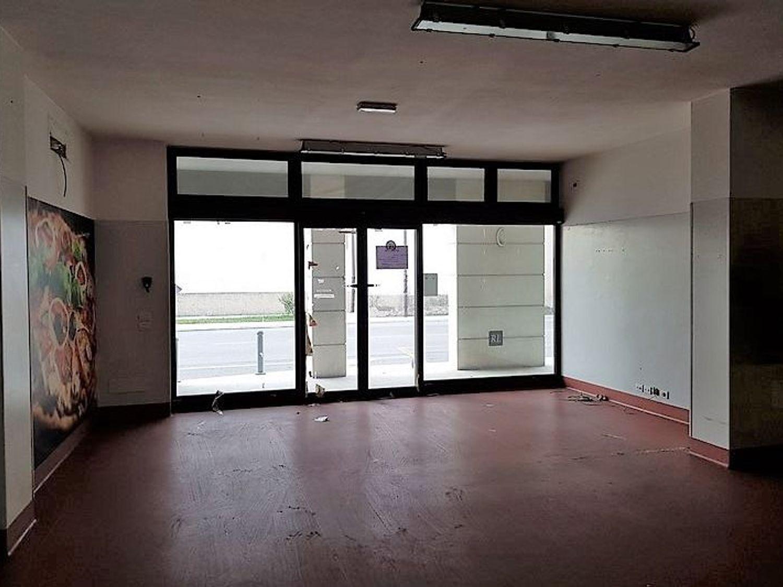 Immagine n. 2 - #3359 Negozio con magazzino e box auto