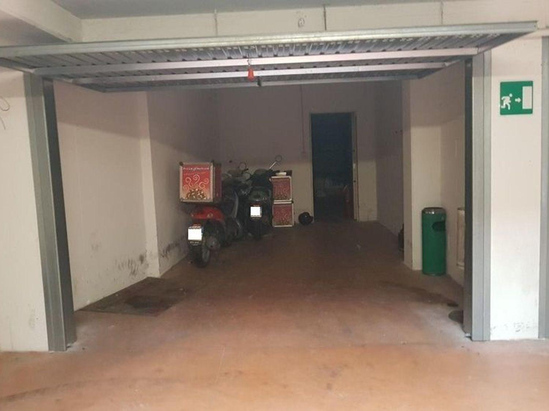 Immagine n. 9 - #3359 Negozio con magazzino e box auto