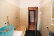 Immagine n9 - 1/2 share of apartment (sub 7) with cellar - Asta 3645