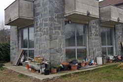 Quota 1/3 di abitazione con veranda e giardino
