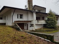 Villa unifamiliare con terreni - Lotto 3681 (Asta 3681)