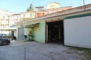 Immagine n1 - Fabbricato commerciale con magazzini e corte - Asta 3732