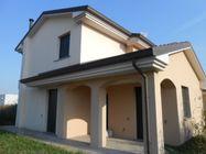 Immagine n0 - Casa binata su due piani - Asta 383