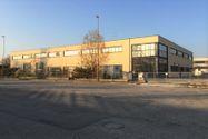 Immagine n0 - Edificio industriale con magazzini, uffici, appartamento, piazzale, impianto fotovoltaico - Asta 3873