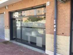 Two shops  sub        in a residential complex - Lote 3993 (Subasta 3993)