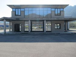 Produced building with offices and court - Lot 4033 (Auction 4033)