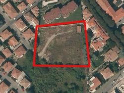 Land in a residential area - Lote 413 (Subasta 413)