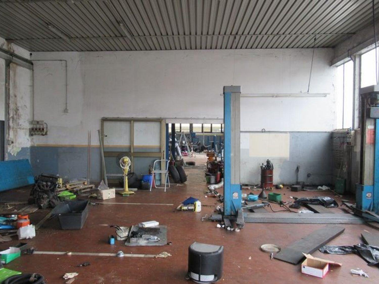 Immagine n. 3 - #4155 Officina con area esterna