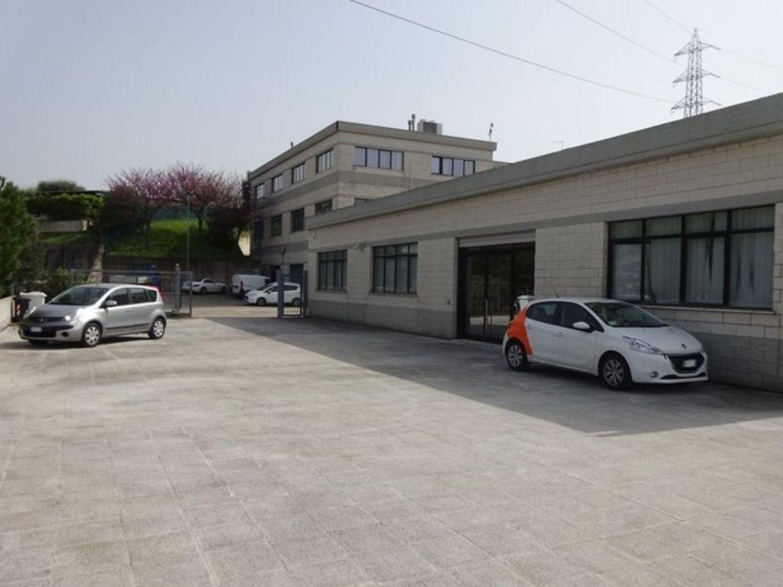 #4158 Magazzino con ampia area esclusiva in vendita - foto 2