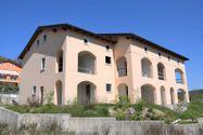Immagine n0 - Edificio sin terminar con siete apartamentos y estacionamientos - Asta 4498