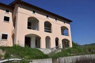 Immagine n3 - Edificio sin terminar con siete apartamentos y estacionamientos - Asta 4498