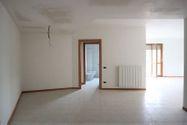 Immagine n0 - Appartamento con due posti auto - sub 66 - Asta 4579