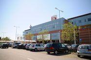 Immagine n0 - Vendita in blocco: 2 appartamenti, 5 posti auto, terreno, vano bancomat e servizi - Asta 46
