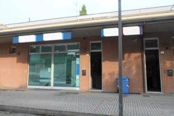 Locale per istituto di credito e posti auto